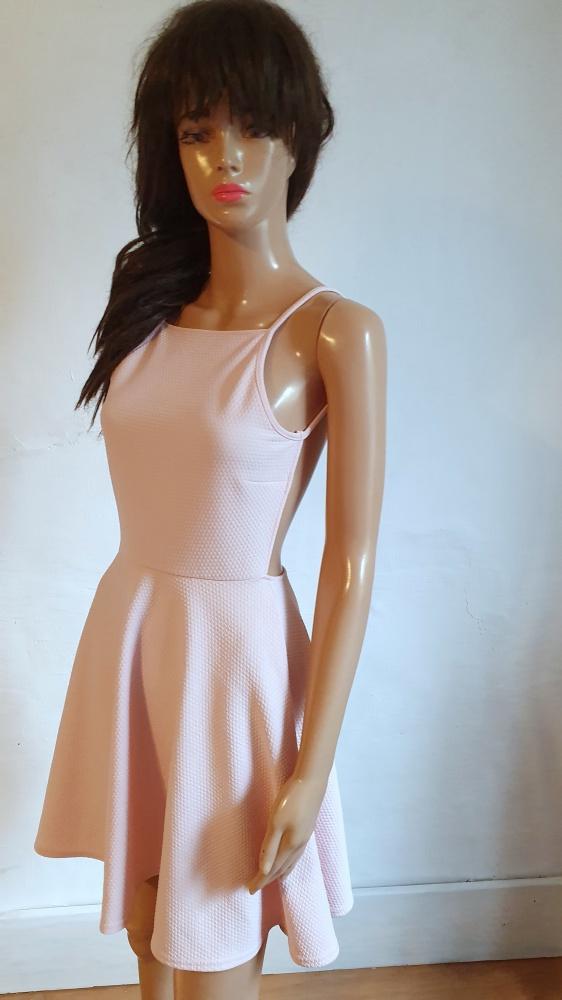 Rozkloszowana sukienka gołe plecy r S...