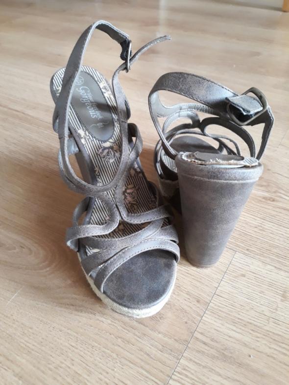 Koturny espadryle sandały New Look...