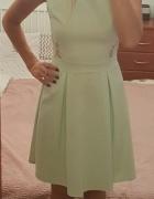 Piękna miętowa sukienka z koronką