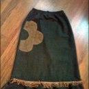 Spódnica maxi z zamszowym kwiatem i frędzlami S M