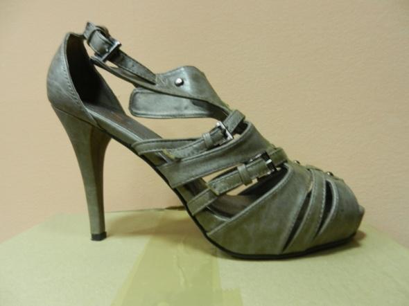 Gladiatorki sandały khaki platforma 39