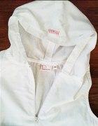 Genialna biała z kapturem i fartuszliem 140 cm