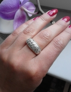 Srebrny pierścionek Yes z cyrkoniami...