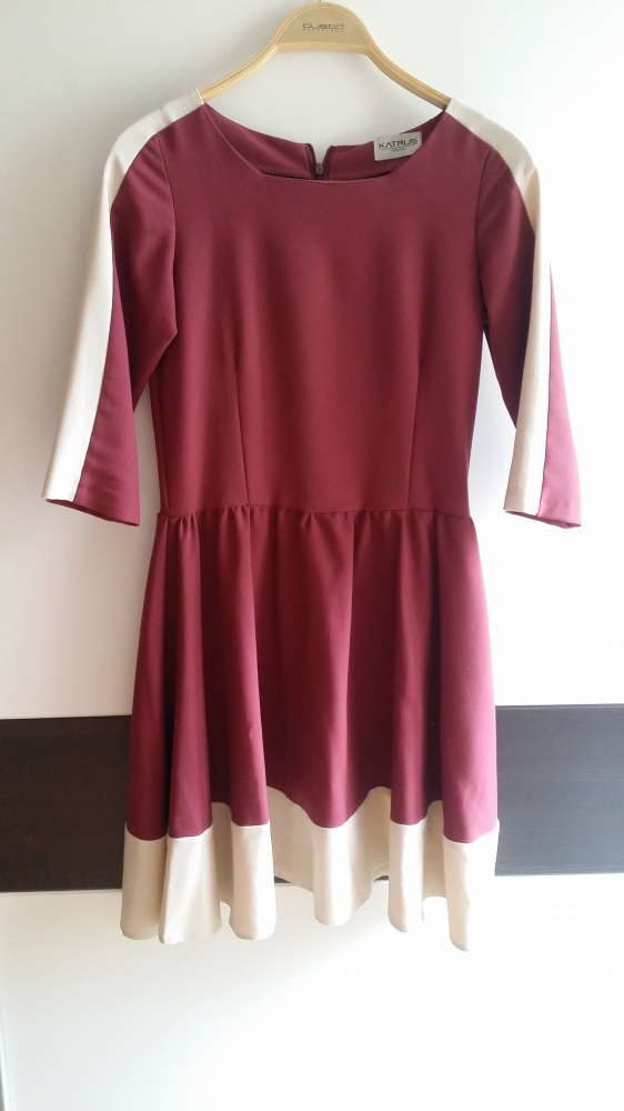 Elegancka zwiewna sukienka M