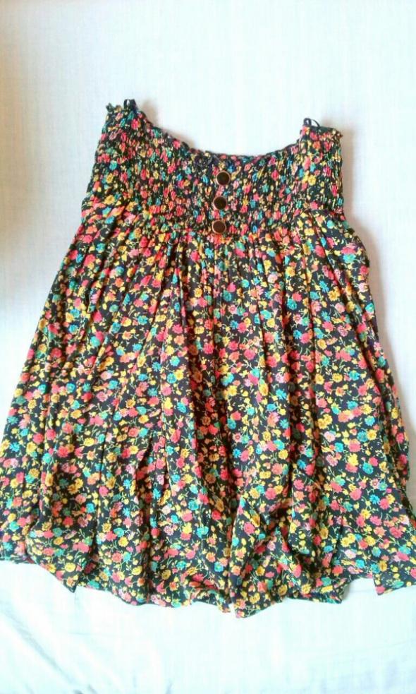 spodniczka w kolorowe kwiaty