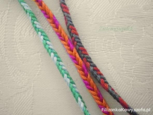 kolorowe sznureczki na rękę