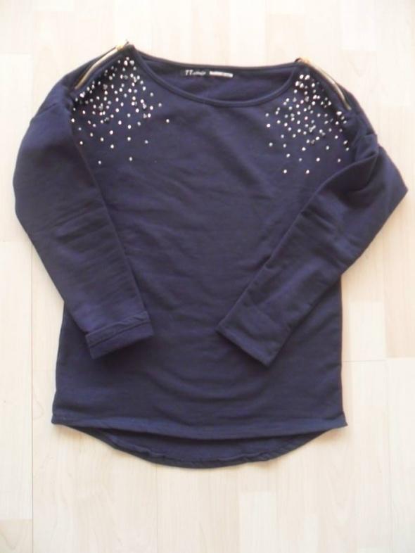 granatowa bluza ćwieki suwaki firmy TT studio