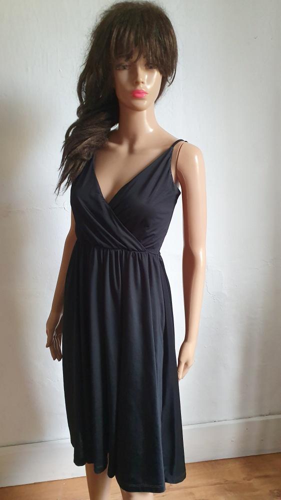 Suknie i sukienki Czarna lejąca sukienka midi r S
