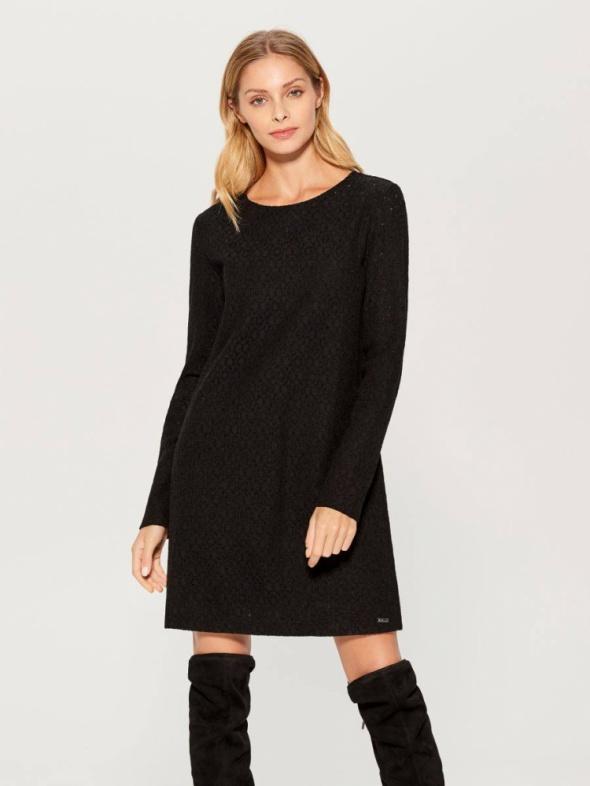 Czarna prosta koronkowa sukienka Mohito M