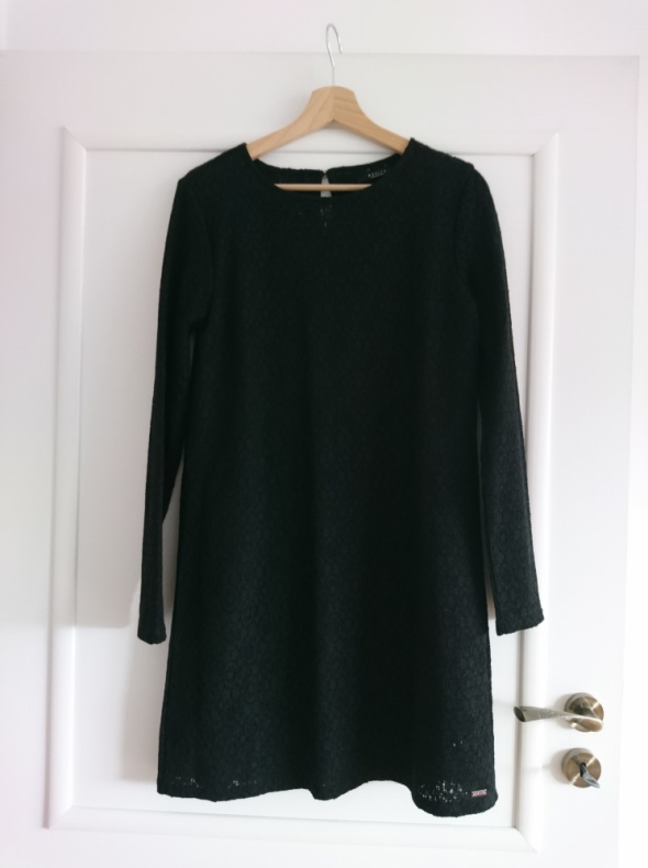 Czarna prosta koronkowa sukienka Mohito M...