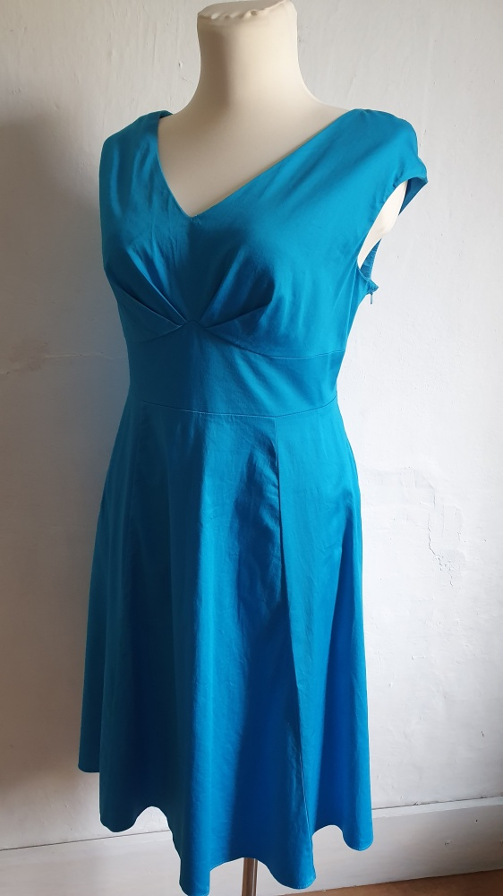 Niebieska rozkloszowana sukienka r 44