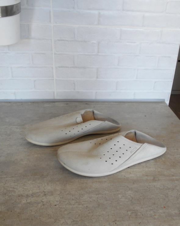 Ecco skórzane kremowe buty wsuwane klapki