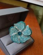pierscionek z niebieskim kwiatem...