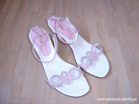 Różowe skórzane sandałki 38