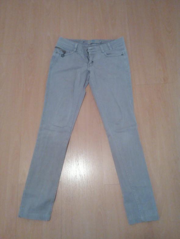 Szare jeansy z Bershki...
