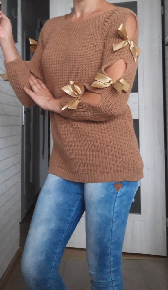 Sweter z kokardami...