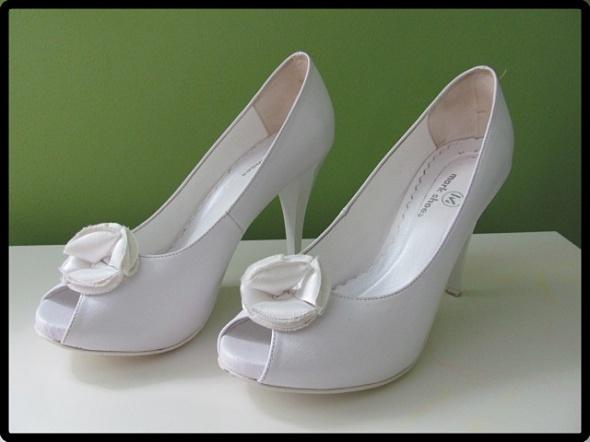 Buty ślubne Białe buty ślubne platformy 39 czółenka na szpilce