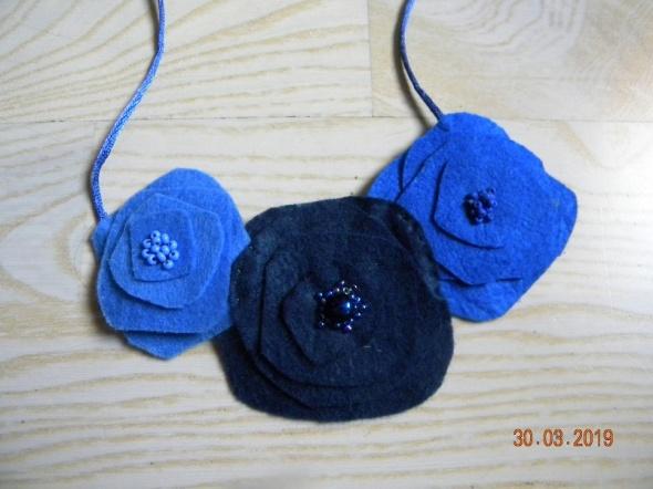 naszyjnik z filcu kwiaty