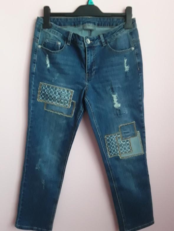 Jeansy z łatkami...