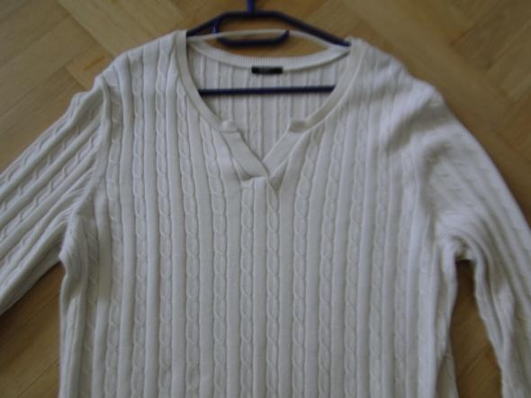 Kremowy sweter bdobry gatunek 46i48...