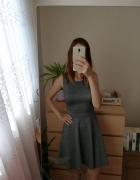 Szara sukienka H&M rozmiar s rozkloszowana tył w serek...