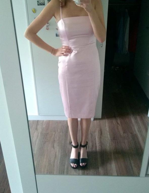 Różowa sukienka Mohito...