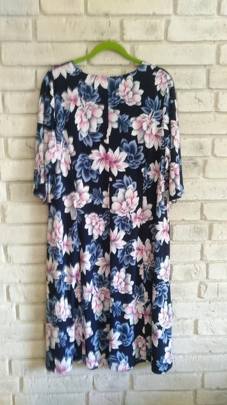 Sukienka w kwiatowy wzór 54 56 58