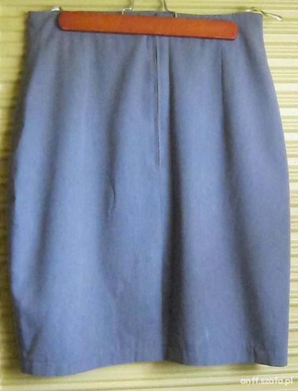 Trzy klasyczne spódniczki Tanio