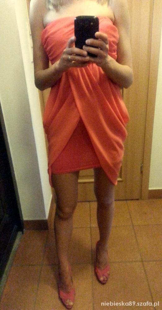 sliczna brzoskwiniowa sukienka