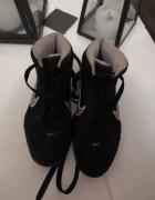 Czarne Nike 365...