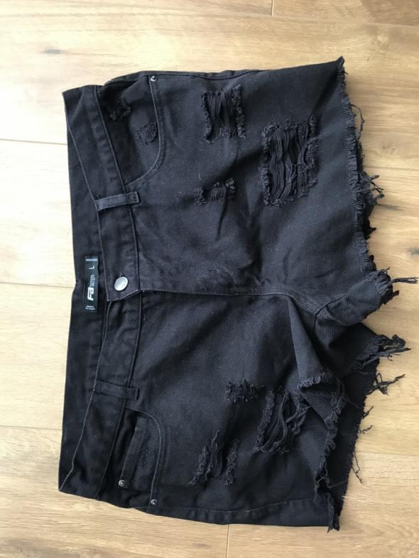 czarne szorty jeansowe