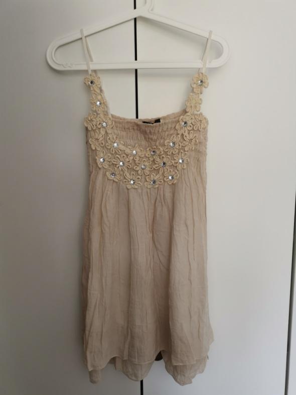 Beżowa sukienka na ramiączkach z kryształkami