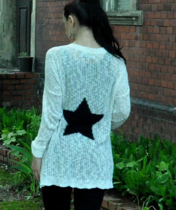 Swetry biały kardigan z gwiazdą