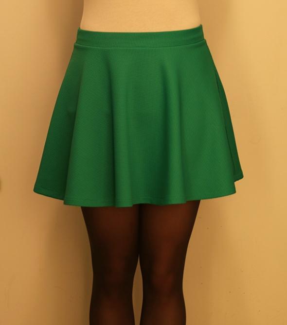 Zielona mini spódniczka...