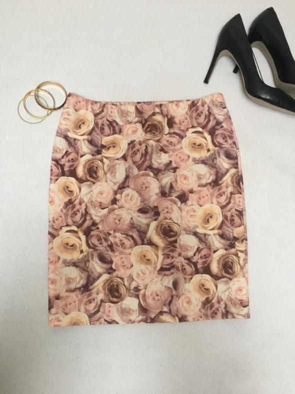 Spódnica print róże...