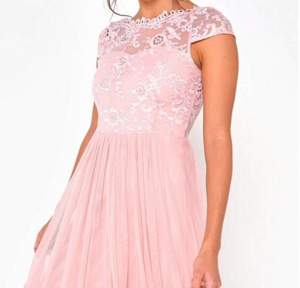Piękna długa sukienka z koronką