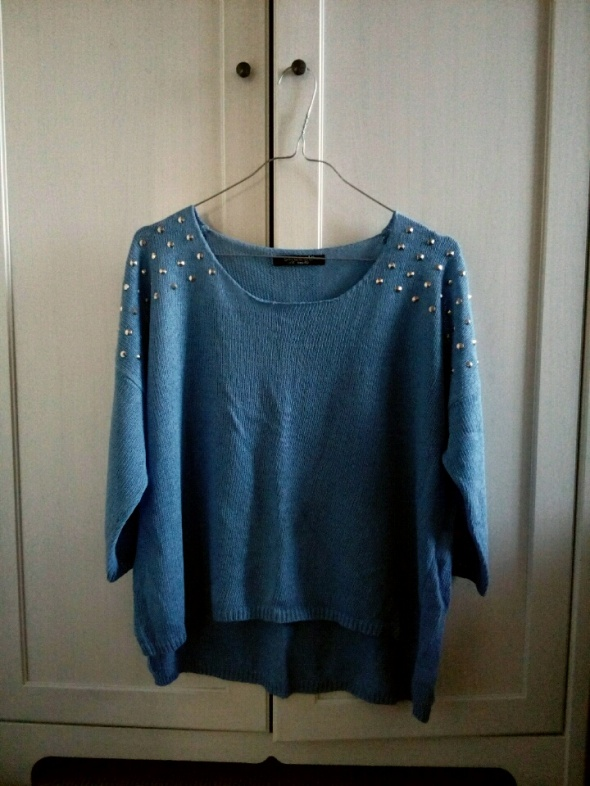 Sweterek Niebieski Ćwieki...