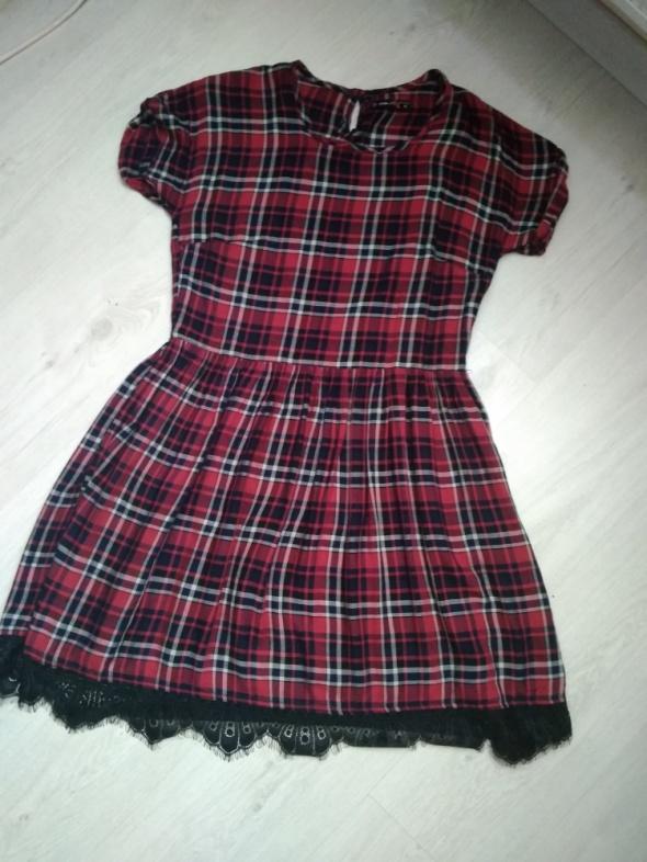 Sukienka w kratę...