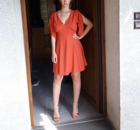 Koralowa sukienka z dekoltem Asos