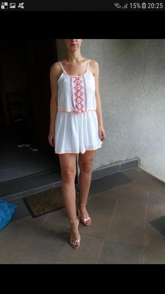 Biała sukienka etniczna na lato