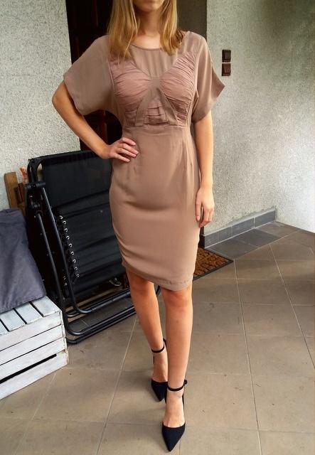 Sukienka koktajlowa w kolorze cappuccino Asos