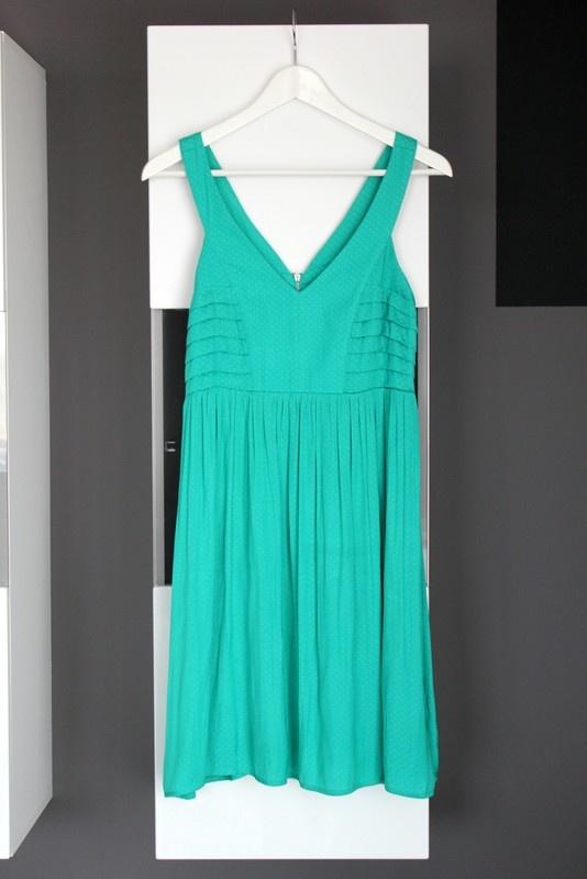 zielona sukienka w groszki grochy kropki rozkloszowana kloszowana lato letnia zwiewna promod