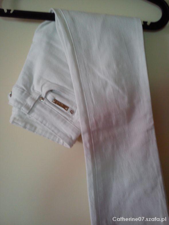 Białe modne spodnie Orsay