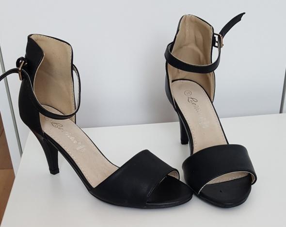 Sandałki czarne Nowe