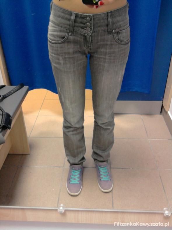 jeansowe spodnie z wysokim stanem...