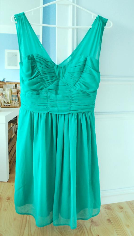 zielona koktajlowa lekka sukienka na ramiączka...