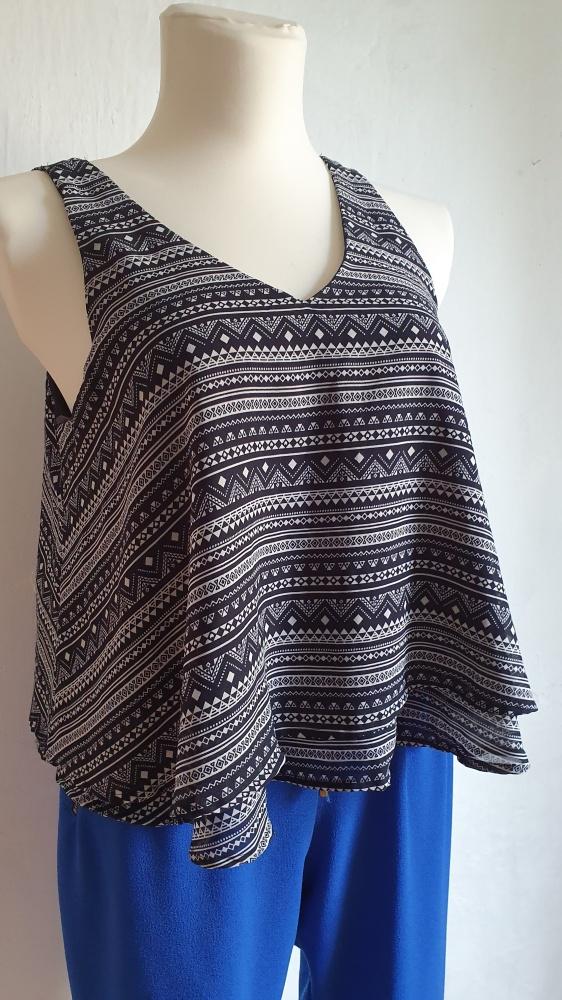 Granatowa bluzka w azteckie wzory r 40...