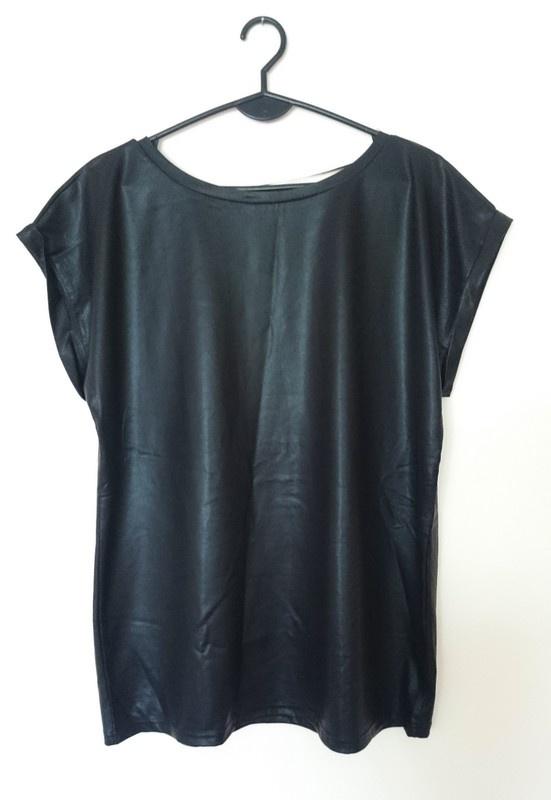 czarna bluzka wet look na krótki rękaw...