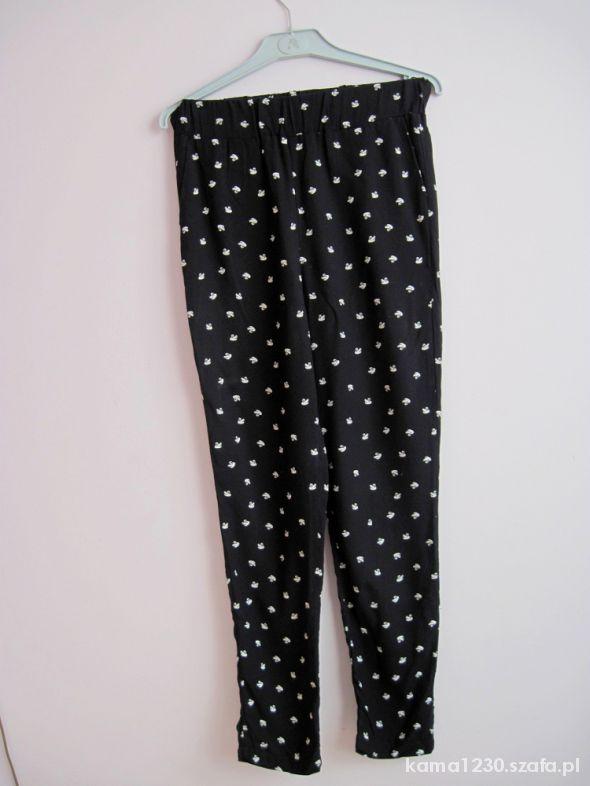 luźne długie spodnie