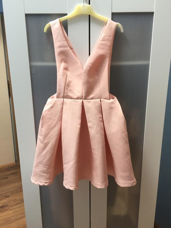 Nowa rozkloszowana sukienka pudrowy róż S